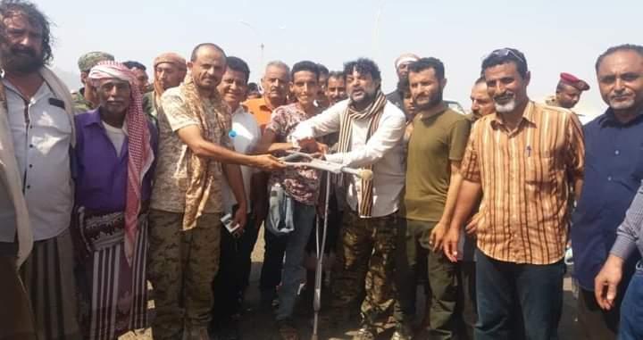 محتجون عسكريون يغلقون بوابتي ميناء عدن للمطالبة بصرف مرتباتهم