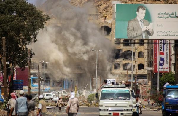 استشهاد طفلة وإصابة شقيقتها وأمها بقصف لجماعة حوثي استهدف منزلهم شمال مدينة تعز