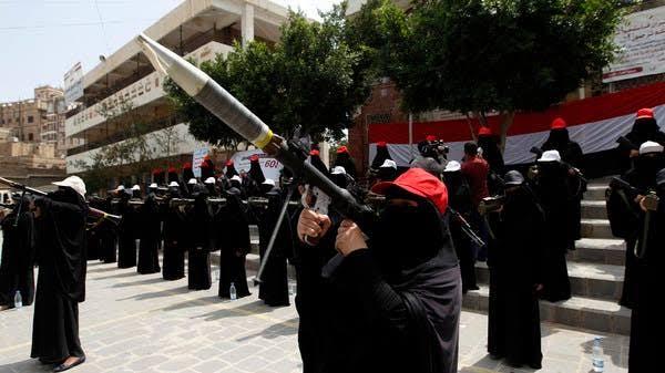 """""""زينبيات"""" يقتحمن مدارس صنعاء ويوزعن """"ملازم تعليمية طائفية"""" على الطالبات والطلاب"""
