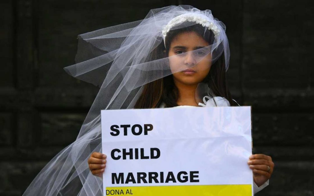 شرطة تعز توقف حفلة زفاف طفلة على رجل مُسن وتعتقل والدها