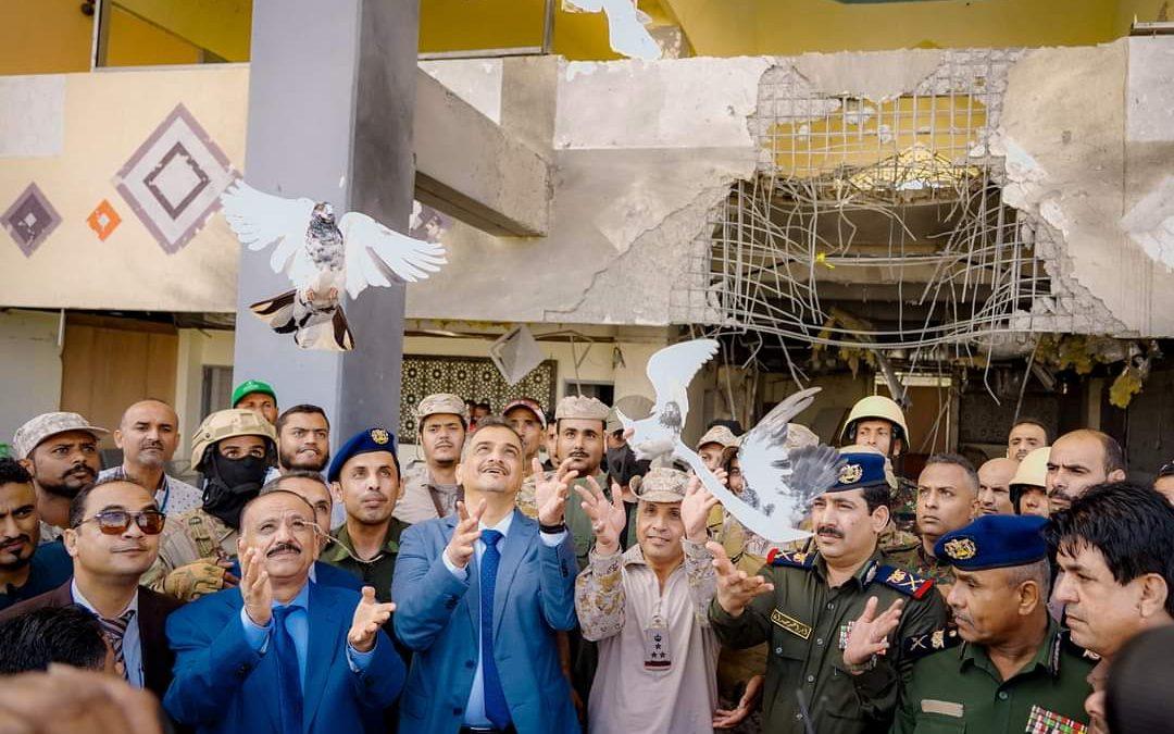 وزير الداخلية ومحافظ عدن يدشنان إعادة تشغيل مطار عدن الدولي