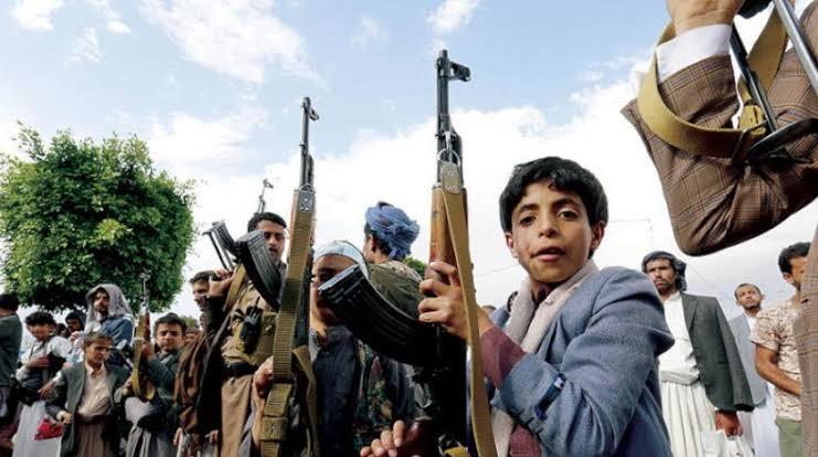 الأطفال وقود معارك جماعة الحوثي.. تقرير حقوقي يكشف عن تجنيد الجماعة لأكثر من 10 آلاف طفل