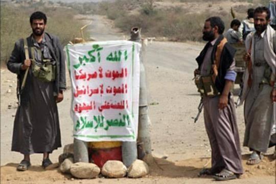 إب.. مسلح حوثي يشهر السلاح على طفل ويهدده بالقتل أمام والدته