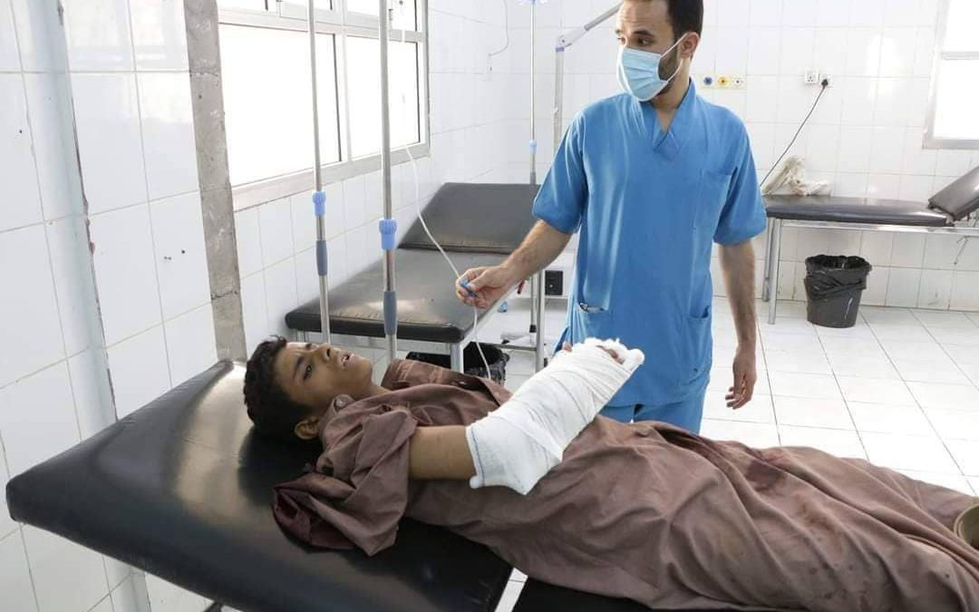 مأرب.. إصابة طفل بقصف صاروخي لجماعة الحوثي استهدف مخيماً للنازحين